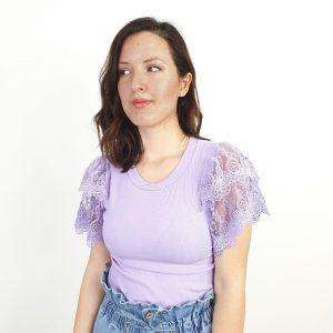 Camiseta de canalé con la manga corta de encaje