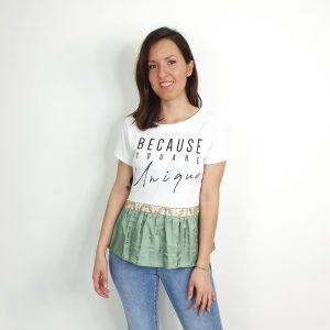"camiseta texto ""Because you are unique"""