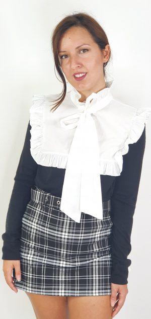 blusa de tejidos combinados