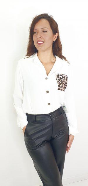 Camisa con bolsillo de leopardo
