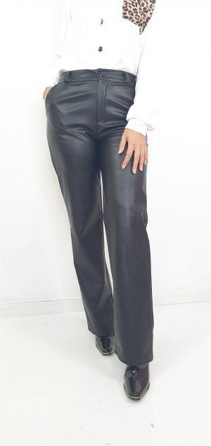 Pantalon bota ancha efecto piel