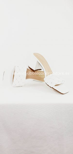 Sandalia tacón atada T722