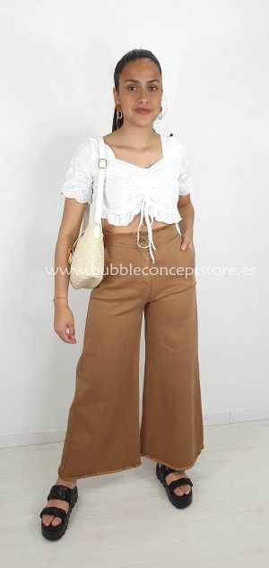 0121 Crop top perforado ibicenco