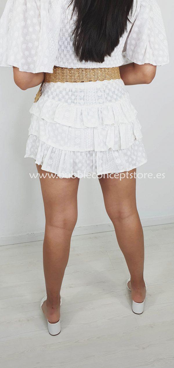 313 falda corta flores blancas